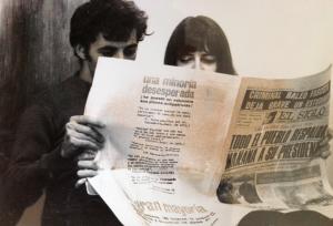 I. Santi, J-N Darde, Santiago. Lecture à trois mains d'El Siglo, organe du Parti communiste chilien (photo Fania Aoun).