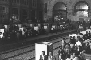 """La gare Mapocho de Santiago, le 4 mars 1973. On retrouve  une séquence """"Mapocho"""" tournée par Herberg/Hellmich dans le film du Studio H&S """"El golpe blanco"""" (44'40''). – Photo Miguel Herberg."""