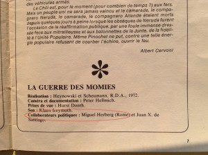 """En dessous de l'introduction au """"Carnet de travail"""" d'Heynowski et Scheumann signée Albert Cervoni (membre du comité de rédaction de """"Cinéma""""), un générique avec mention de Miguel Herberg. [Cinéma 75, avril, n° 197, tiré à part diffusé par UNI/CI/TÉ]"""